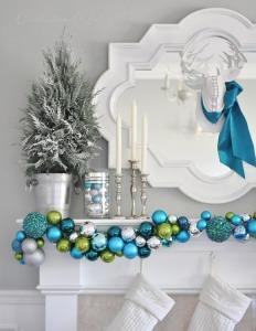 ornament-garland-on-mantel
