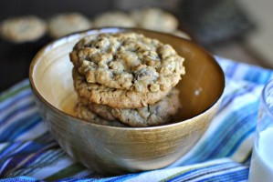 Peanut-Butter-Chocolate-Chip-Oatmeal-Cookies-2-620x414