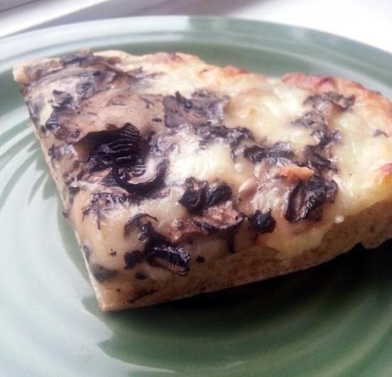 mushroom alfredo pizza
