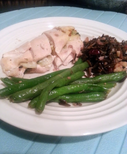 stuffed chicken with rice and green beans